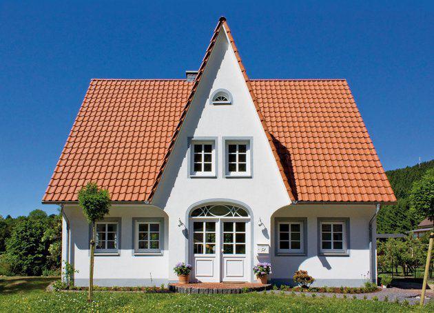 house-1999-mit-verputzter-fassade-landhaus-friesenhaus-155-von-eco-system-haus-1