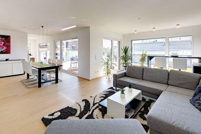 house-2049-das-erdgeschoss-ist-licht-und-hell-woran-die-bodentiefen-fenster-ebenso-anteil-haben-wie-die-glae-1