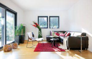 house-2097-breite-schiebetueren-erweitern-den-wohnraum-im-sommer-bis-auf-die-terrasse-1