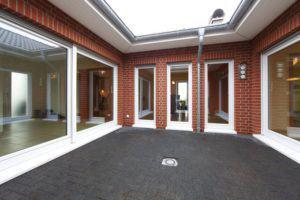 house-2108-die-grosszuegigen-170-quadratmeter-wohnflaeche-verteilen-sich-rund-um-den-innenhof-2