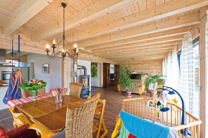 house-2190-der-wohnbereich-im-erdgeschoss-muss-sich-mit-strapazierfaehigerem-laminat-begnuegen-bis-die-kinde-2
