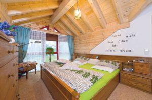 house-2319-der-panoramaausblick-macht-das-schlafzimmer-im-verglasten-dritten-giebel-zu-einem-ort-in-dem-man-1