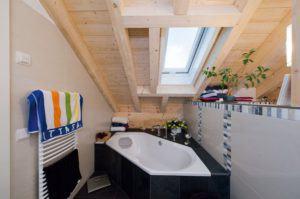 house-2319-um-wohlfuehl-equipment-im-bad-gehoert-neben-dusche-und-wanne-fuer-die-rocholz-eine-sauna-die-glei-2