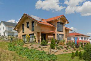 house-2547-die-photovoltaik-anlage-auf-liefert-unter-anderem-strom-fuer-die-luftwaermepumpe-mit-der-im-haus-2