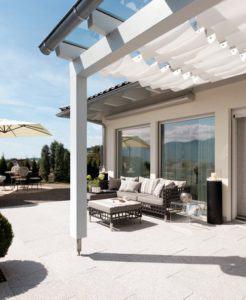 house-2550-kathrin-und-dieter-fraeulin-lehnen-sich-heute-entspannt-in-die-kissen-ihrer-terrassenlounge-zurue-2