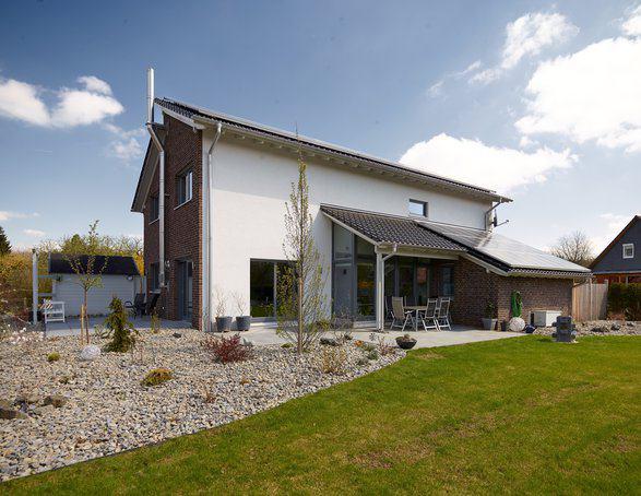 house-2635-camouflage-von-aussen-ist-kaum-die-stylishe-einrichtung-und-die-modernitaet-im-inneren-zu-erahnen-1