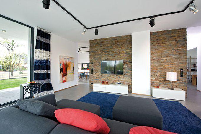 house-2716-eine-wandscheibe-aus-naturstein-trennt-wohnbereich-und-kueche-1