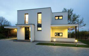 house-2716-markant-in-der-linienfuehrung-konsequent-in-der-gestaltung-das-musterhaus-eiche-ist-ein-typischer-1