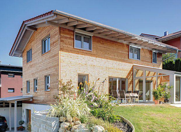 house-2756-ein-eindrucksvoller-bau-danke-seiner-statur-und-der-konsequenten-holzfassade-2