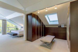house-3242-die-rueckzugsbereich-der-eltern-besteht-aus-dem-luftigen-lichtdurchfluteten-schlafzimmer-dem-ankl-1
