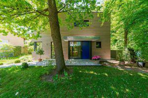 house-3335-luft-wasser-waermeumpe-rechts-neben-dem-haus-1