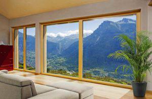 Großzügige Fensterfronten im Wohnzimmer von Haus Markert