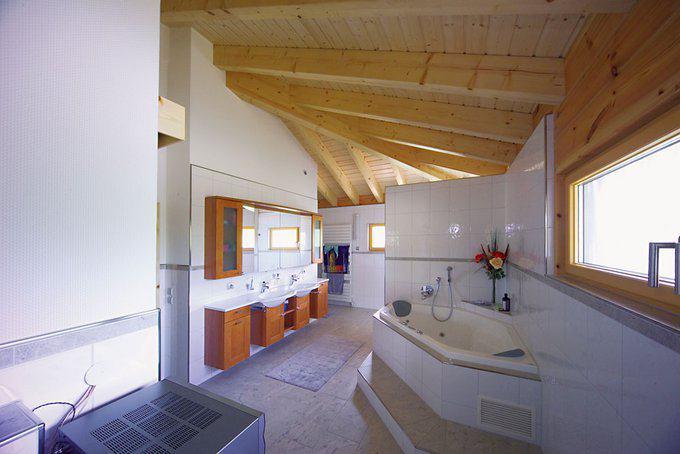 Badezimmer Haus Elsass von Fullwood Wohnblockhaus