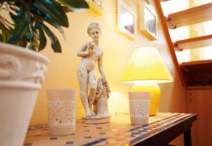 house-710-das-licht-und-die-luftigkeit-bereits-im-geraeumigen-flur-moegen-die-bewohner-an-ihrem-haus-besond-3