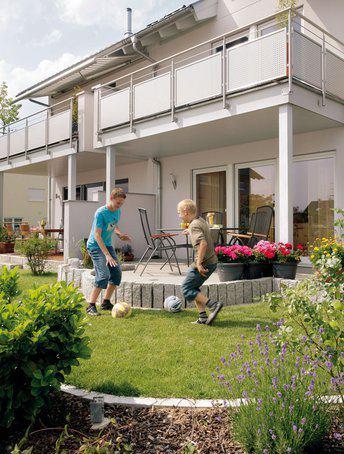 house-936-eine-mauer-sichert-bei-aller-gewuenschten-naehe-auch-das-notwendige-mass-an-privatsphaere-2
