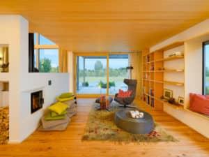 Böden und Wände aus hochwertigen Materialien im Baufritz-Haus Alpenchic