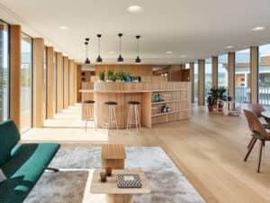 Tresen im Wohnzimmer des Entwurfs Haussicht von Baufritz