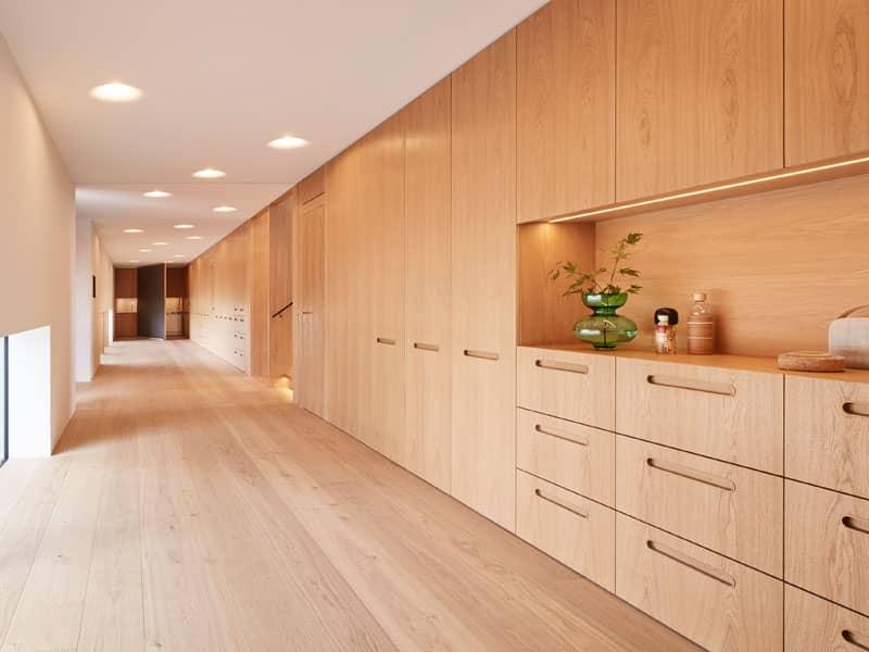 Funktionswand mit viel Stauraum im Entwurf Haussicht von Baufritz