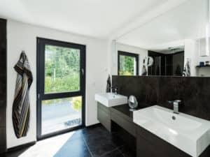 individuelles Kundenhaus von Büdenbender Hausbau Duschbad