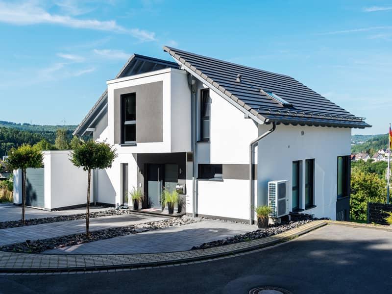 individuelles Kundenhaus von Büdenbender Hausbau Eingangsseite