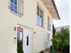 Blick auf den Eingangsbereich vom Familienhaus von Heinz von Heiden