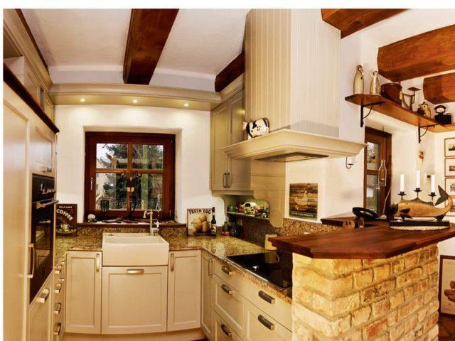 In der gemütlichen Küche findet sich modernste Küchentechnik.
