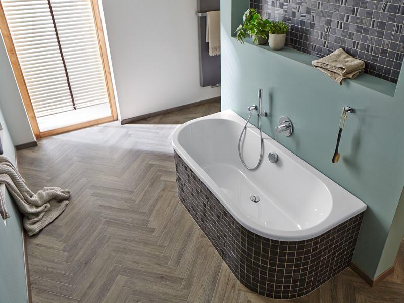 Fischgrätverlegung Project Floors in einem Badezimmer