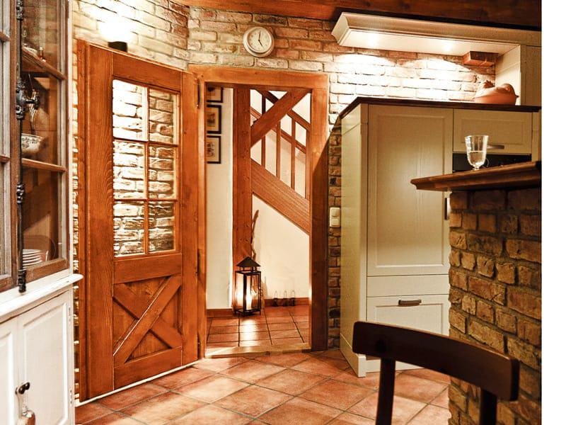 In Bauteilen wie Treppe oder Türen steckt hohe Handwerkskunst.