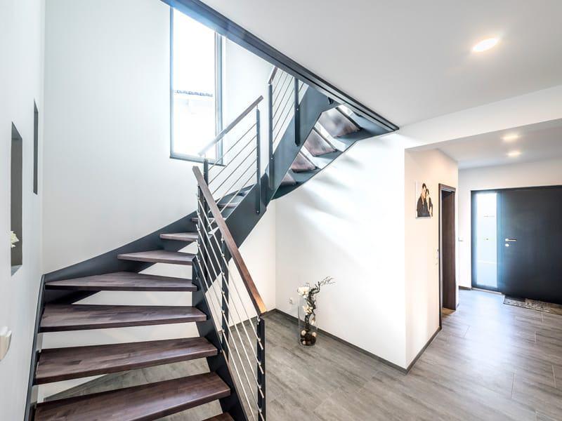 Entwurf Modern 240 von Fischerhaus Diele Treppe