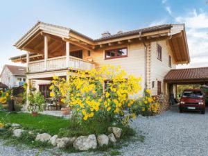 web_Blockhaus Innsbruck Chiemgauer Carport