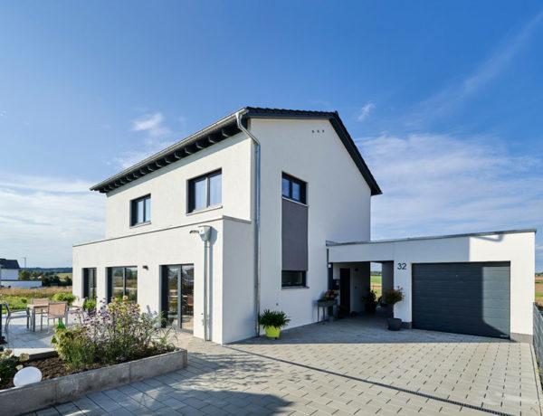 Moderna 202 von Fischer Haus. Eingangsbereich außen