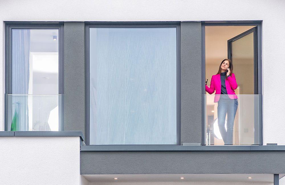 #WirBleibenZuhause: Gerade in diesen Zeiten von Vorteil, wenn das Haus über einen Büroraum oder Rückzugsmöglichkeiten zum konzentrierten Arbeiten verfügt. (Musterhaus Bien-Zenker)