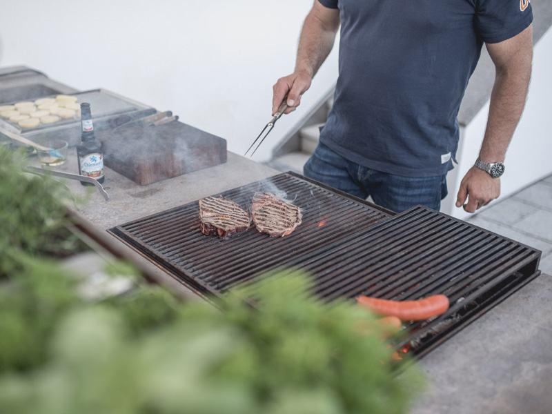 Maßgefertigten Lösungen begeistern auch im Bereich der Gartenküche Liebhaber in ganz Europa. (Foto: Hauser)