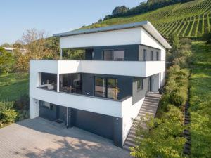 Design-Villa am Weinberg am Tag