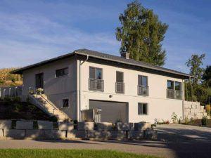 web-arbeiten-und-wohnen-frei-geplantes-Kundenhaus-Garage