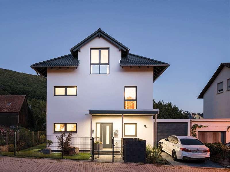 web_fingerhaus-gmbh-familienhaus-nach-wunsch-Aussen_Nacht