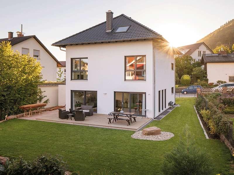 web_fingerhaus-gmbh-familienhaus-nach-wunsch-Gartenseite