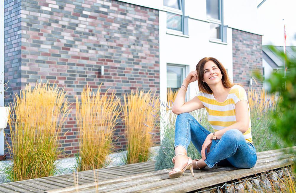 Gräser: Ein Trend in modernen Gärten. Hier vor der Klinker-Putz-Fassade vom Gussek-Musterhaus in Frechen. (Foto: zuhause3.de)
