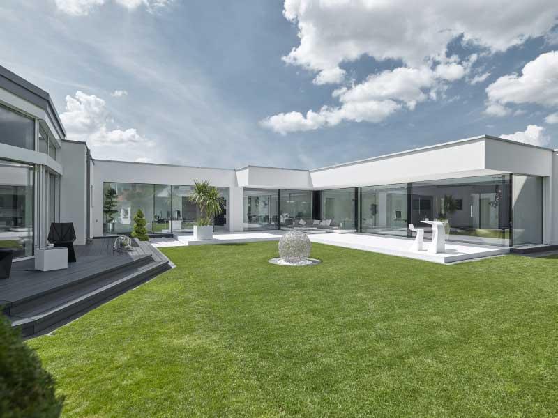web_luxhaus-flachdach-170-Tag_aussenansicht