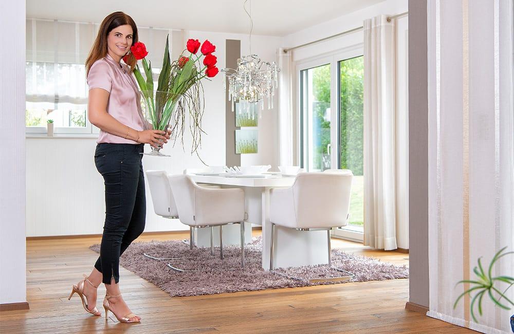 Stilvoller Essbereich im Musterhaus Avenio (Rensch-Haus). Würdet ihr hier gerne auf Socken euren Besuch empfangen?