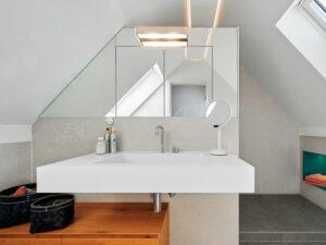 Badezimmer mit Dachschrägen Sitzbank