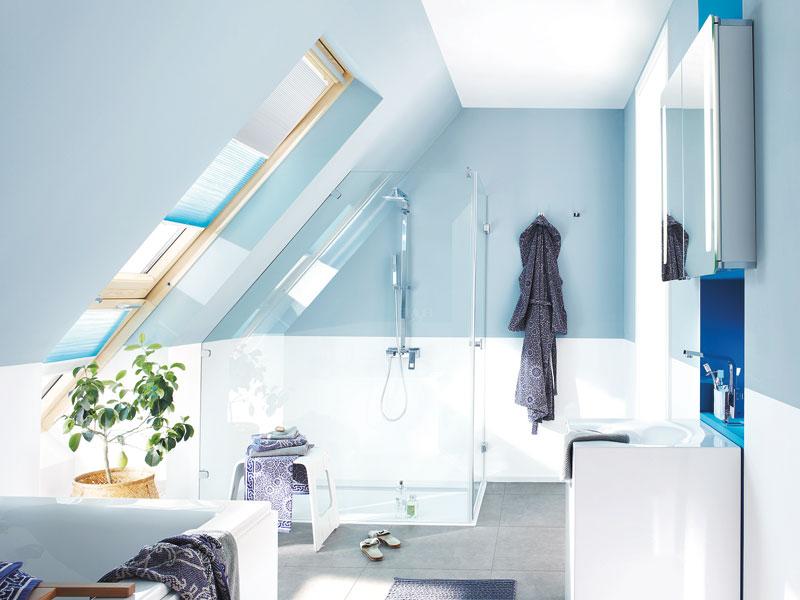 Badezimmer mit Dachschrägen Wanne