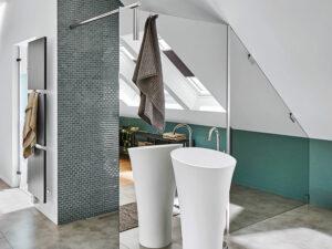 Badezimmer mit Dachschrägen Duschabtrennung