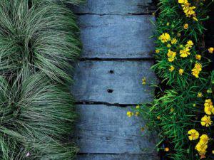 Gartenweg aus Holz