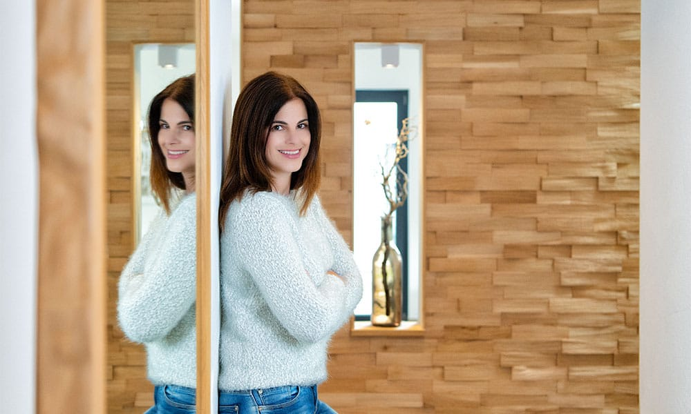 Genial: Viel Holz im Haus lässt die gefühlte Raumtemperatur um 2 Grad ansteigen.