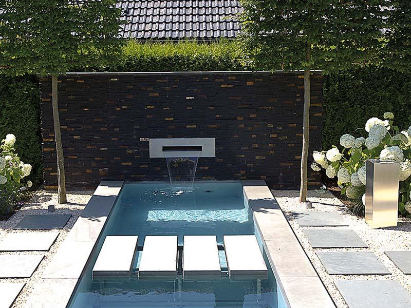 Hier ist veranschaulicht, wie man im Garten ein Wasserspiel mit Trittsteinen einfasst und überbrückt.
