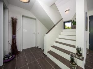 Haus Vettel von Baumeisterhaus. Eingangsbereich mit Treppe