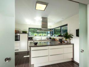 Haus Vettel von Baumeisterhaus. Freistehender Küchenblock