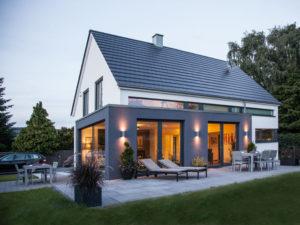 Haus Vettel von Baumeisterhaus. Außenansicht bei Nacht