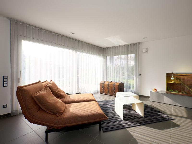 Haus Zech von Baumeisterhaus. Wohnbereich mit Sitzmöbel